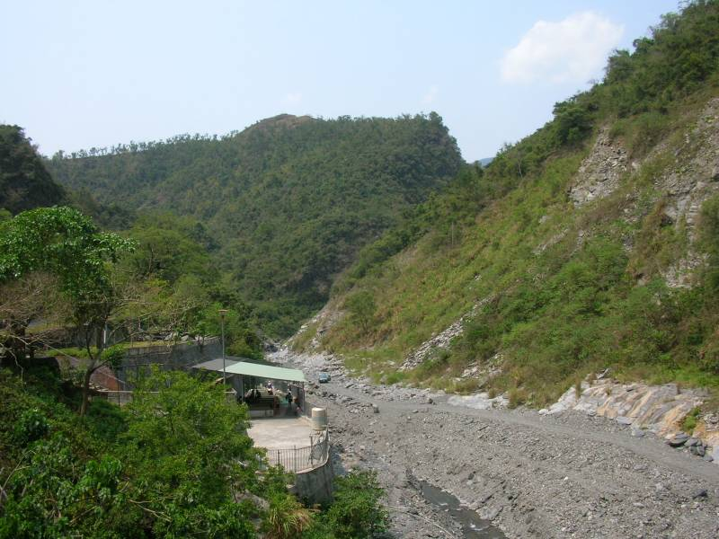 Duona hot springs before it was destroyed - riverbed - mountains - ZuMuShan 足母山