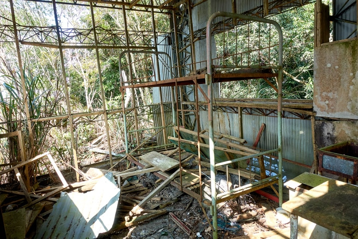 inside abandoned watchtower - destroyed inside - bunk bed frame - ZuMuShan 足母山