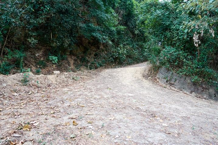 Dirt road switchback - WeiLiaoShan Hike – 尾寮山