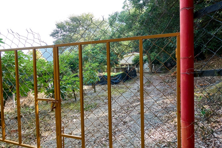Fence prohibiting access to a house - WeiLiaoShan Hike – 尾寮山