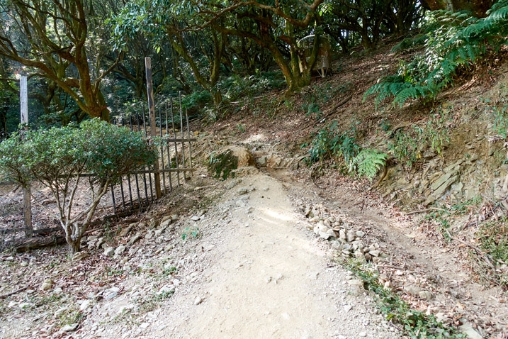 Trail going up next to fence - WeiLiaoShan Hike – 尾寮山