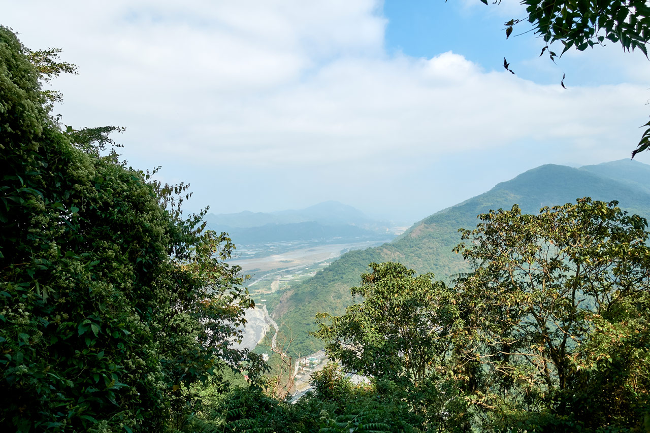 Partial view of mountains and river below - WeiLiaoShan Hike – 尾寮山