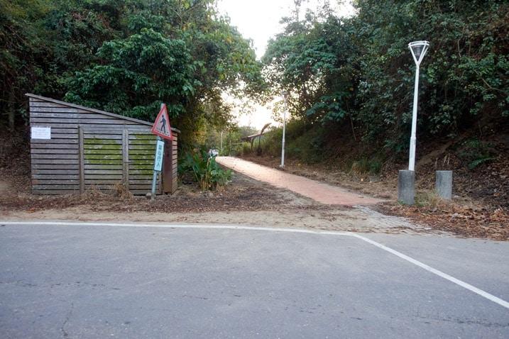 Sidewalk near the 旗月縱走 Trail Head