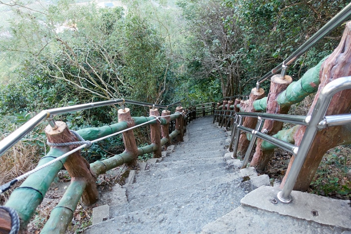 Stairs leading up to QiWeiShan 旗尾山 - 旗月縱走