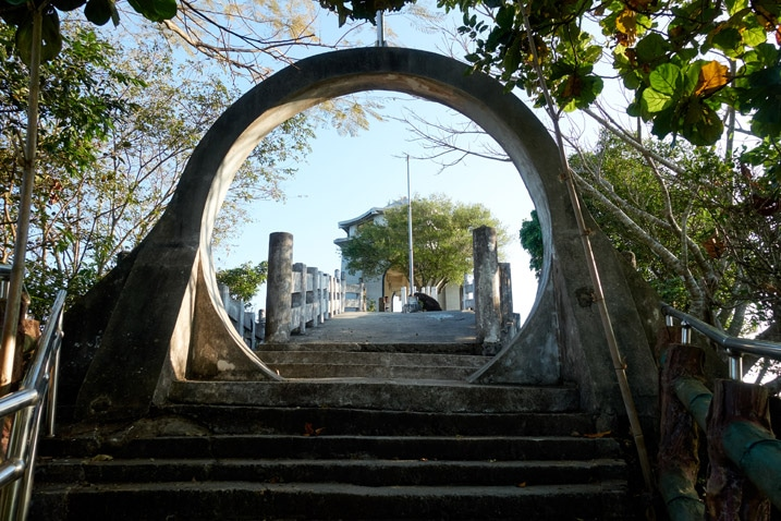 Stairs and circular arch - entrance of 旗尾山