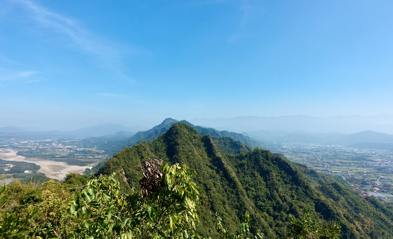 Panoramic view of mountain range with river and farms - blue sky - 旗月縱走 - 金字圓山