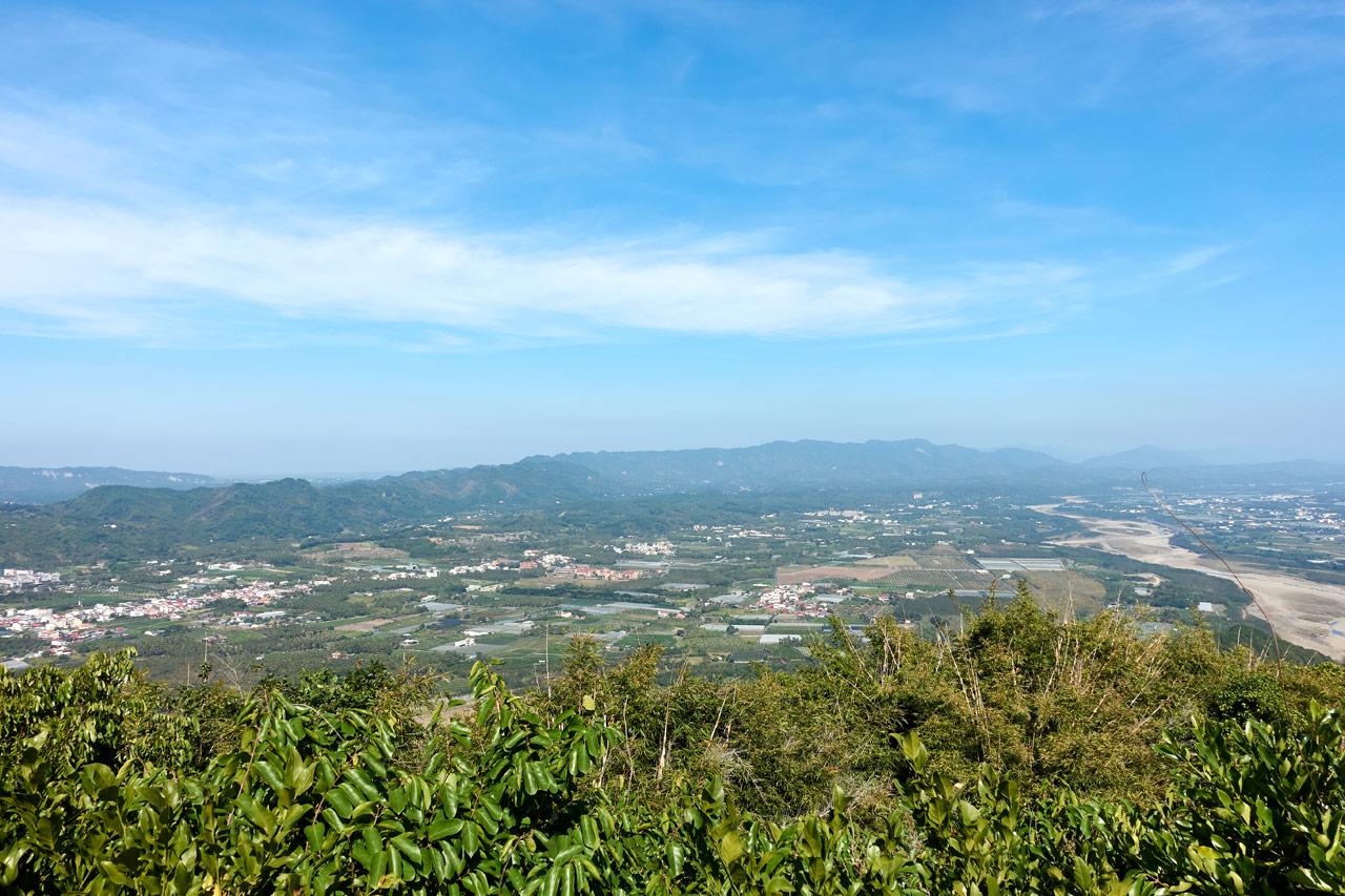 Panoramic view of mountains and farmland - blue sky - 旗月縱走 - 金字圓山