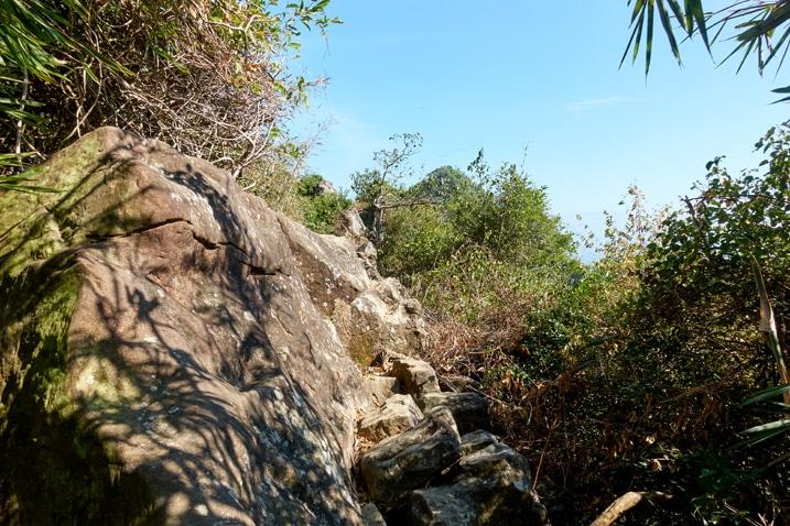 Rocky trail - ridge - 旗月縱走