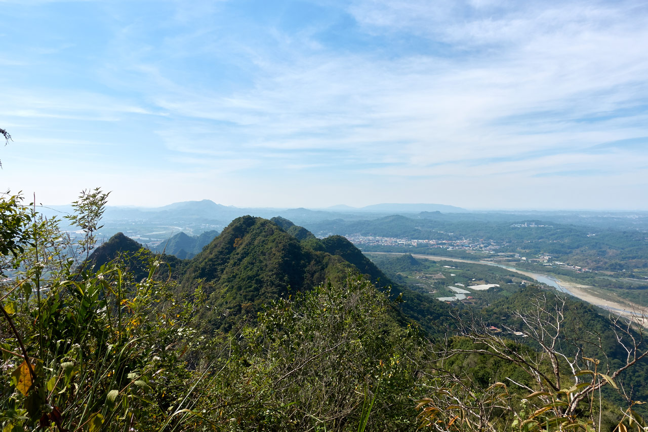 Panoramic view of mountains and farmland - 人頭山 - 旗月縱走