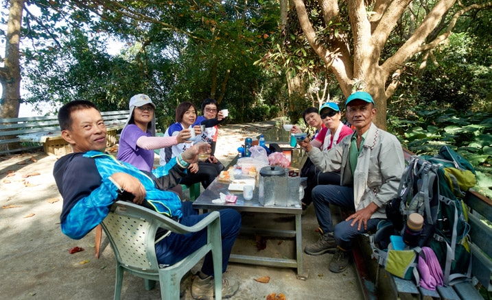 Group of hikers sitting at a table in the mountains - 靈山步道 - 旗月縱走