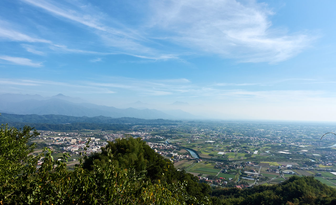 Mountains and farmland landscape - 旗月縱走