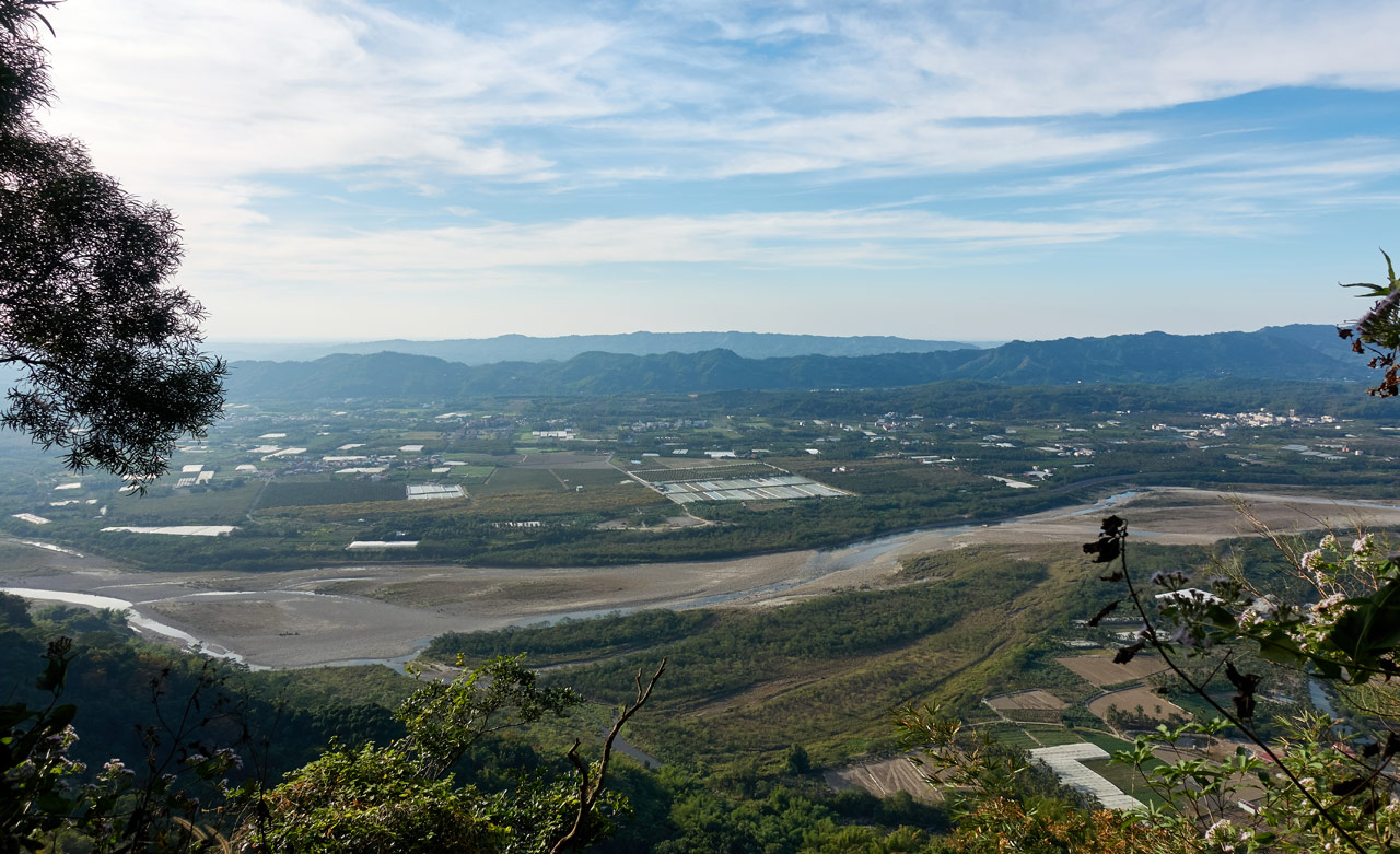 Landscape of mountains, farmland and river - 旗月縱走