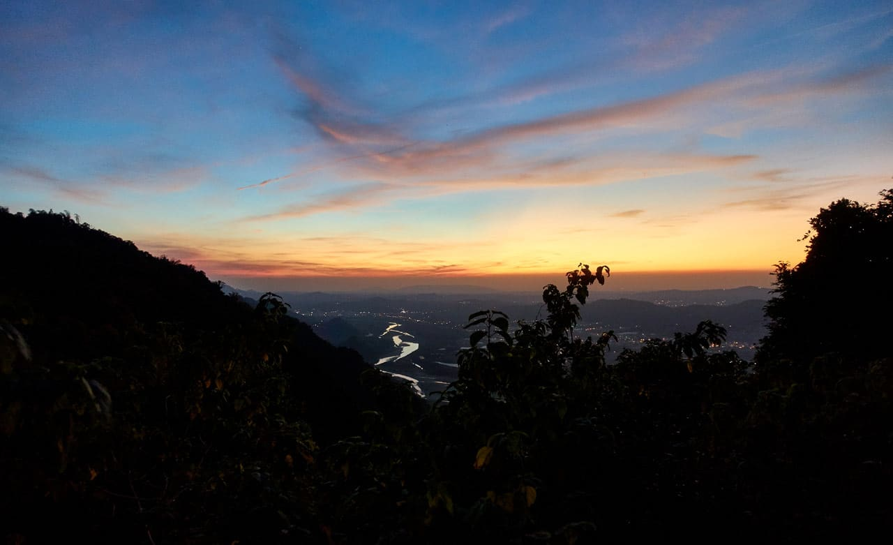 Looking down at mountains and river near dark - 旗月縱走