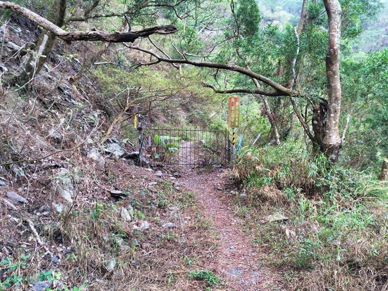 Gate blocking trail