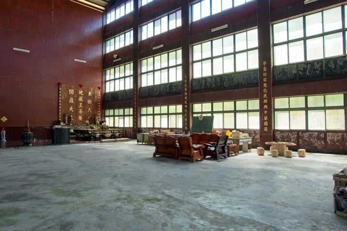 Right side of wugongshan - four rows of windows - a couple of Taiwan style seating areas