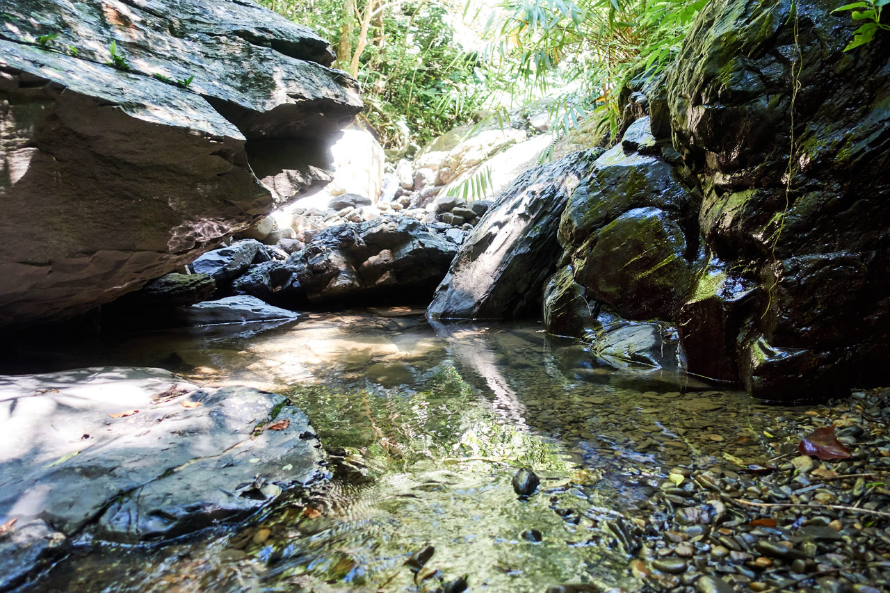 NuRengShan - 女仍山 stream - lots of rocks and a small pool of water