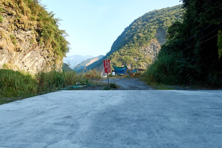 Parking lot with mountains behind - ZuMuShan 足母山