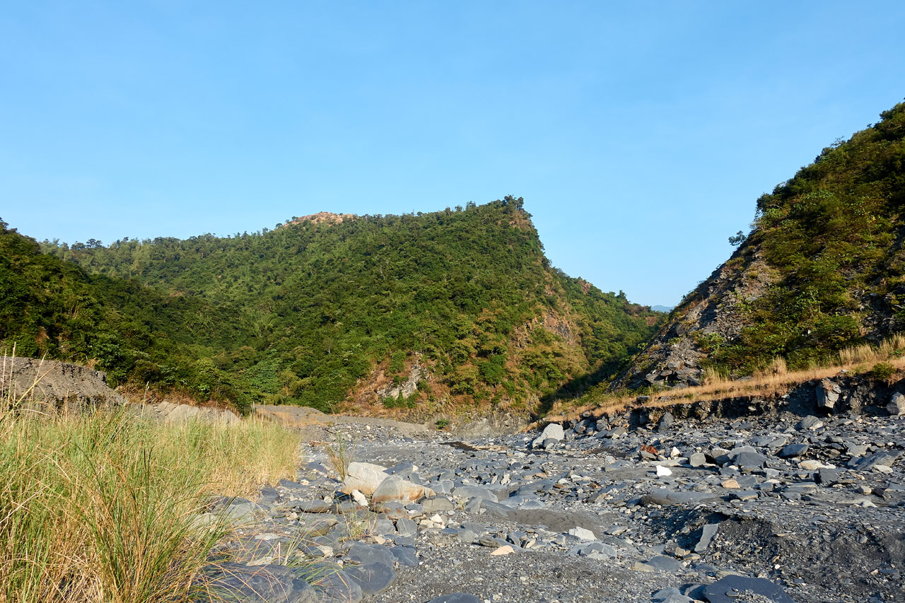 Rocky riverbed with moutnain in background - ZuMuShan 足母山