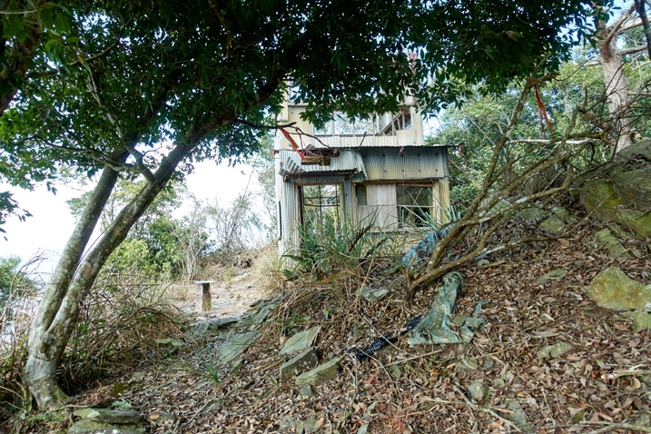 Abandoned fire watchtower at top of mountain - ZuMuShan 足母山