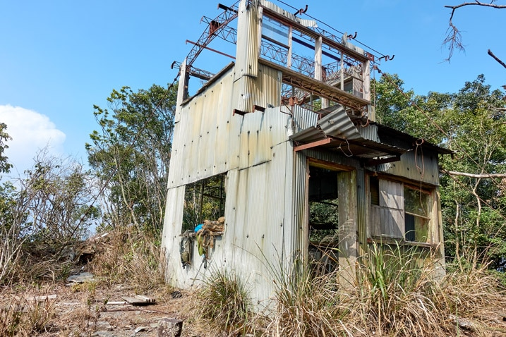 Abandoned watchtower on top of ZuMuShan 足母山 - Various angles