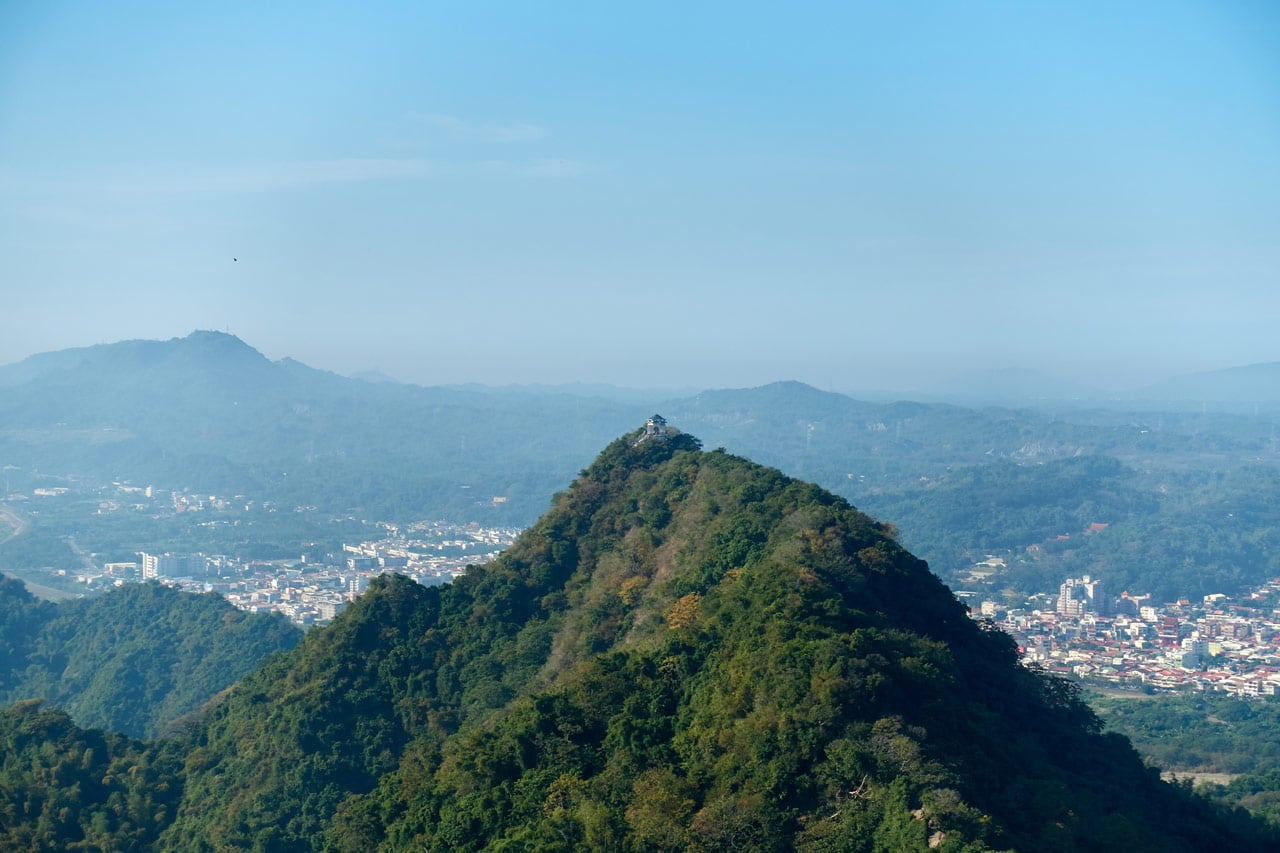 Looking at mountaintop and city and blue skies - 旗月縱走