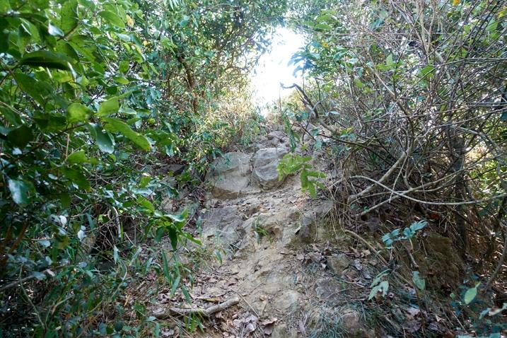 Rocky trail headed up to 金字圓山