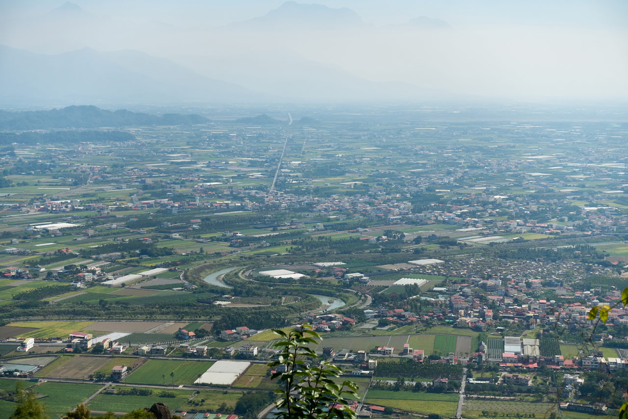 Looking down at farmland - 人頭山 - 旗月縱走