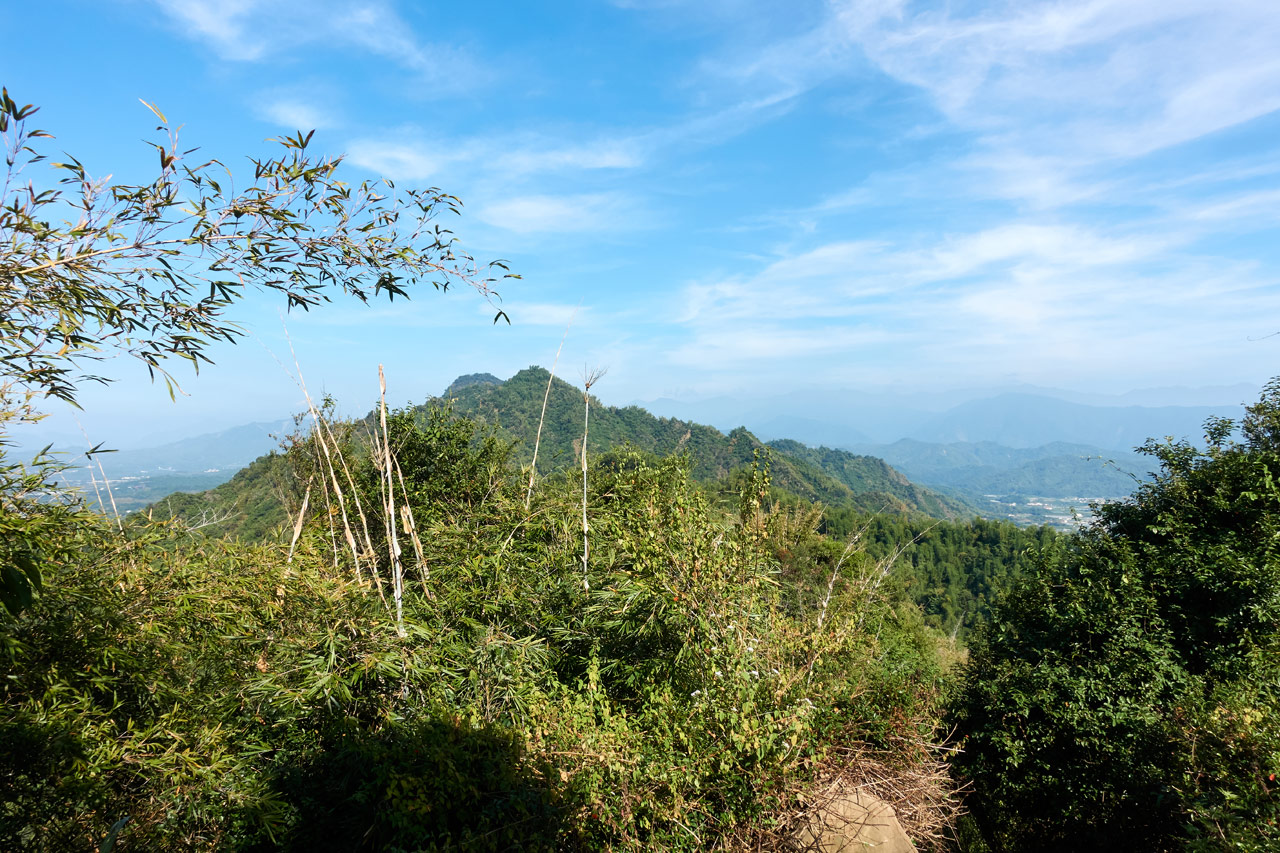 Looking at mountains and blue sky - 旗月縱走 - 靈山