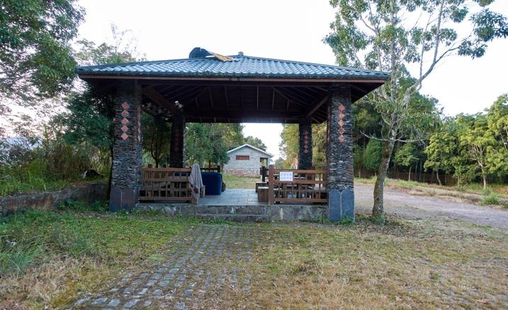 Small pavilion next to parking lot - 蕃里山 - FanLiShan
