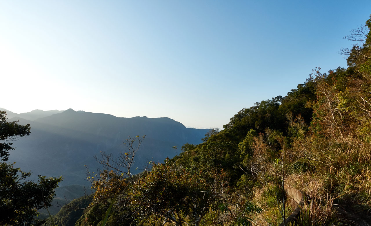 Mountains in the distance early in the morning - blue sky - 蕃里山 - FanLiShan