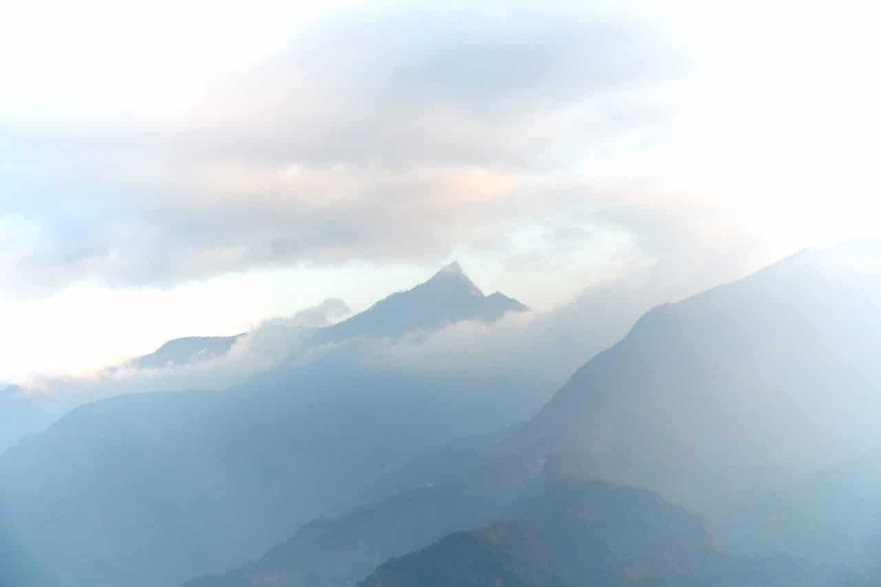 霧頭山 mountain peak and clouds